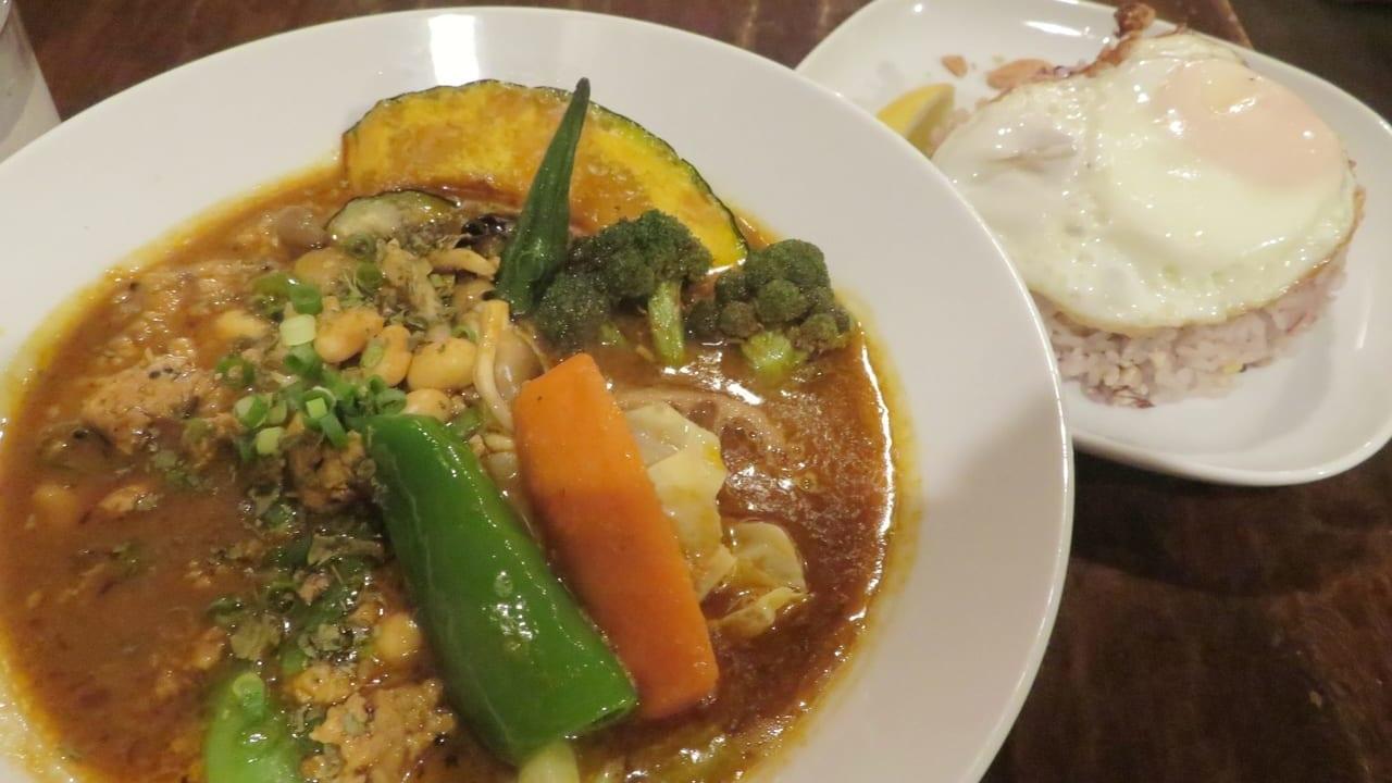 おいしいスープカレーのお店「ケムリカレー」の妄想南インド風カレーが好評です!