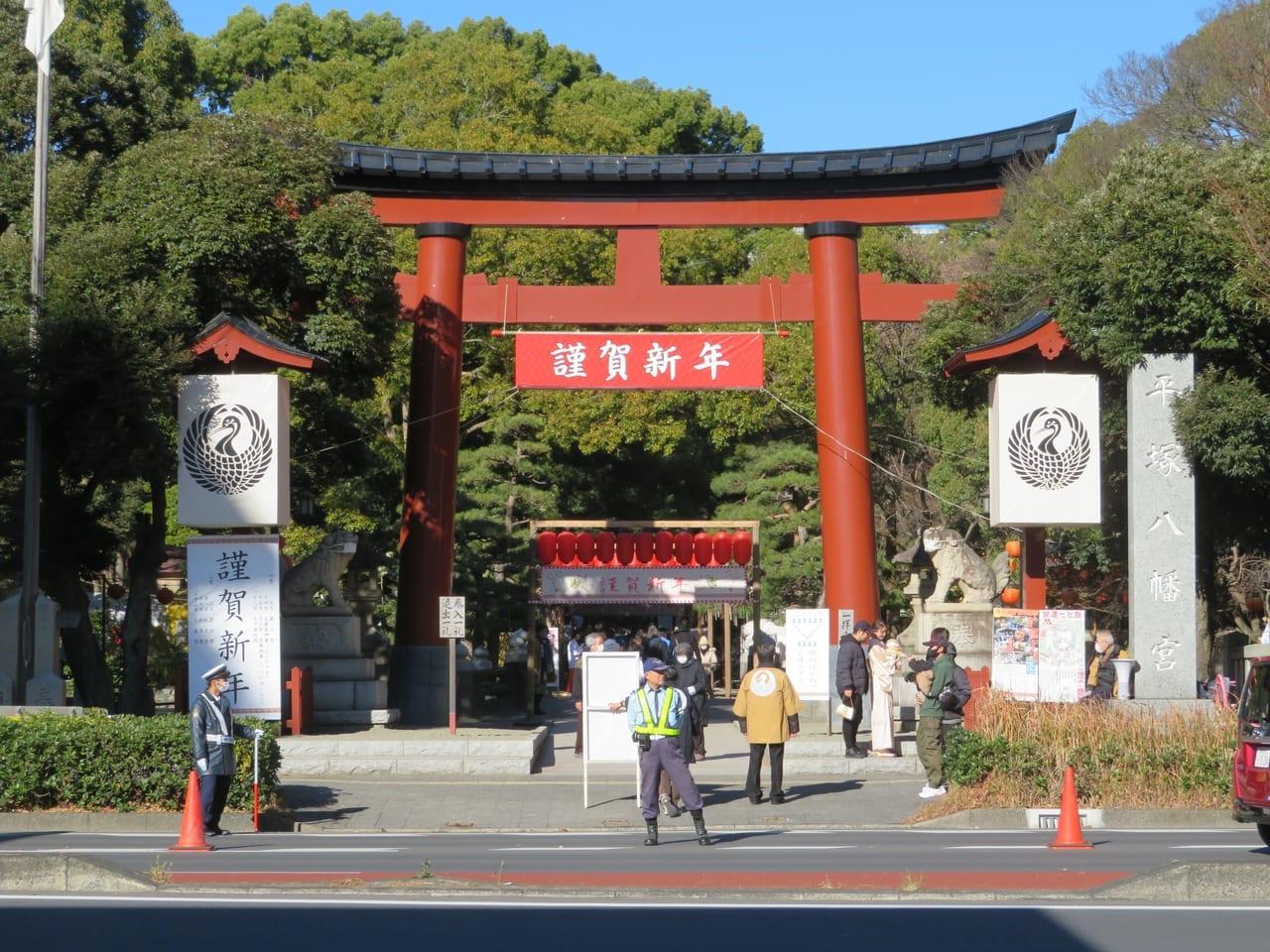 平塚八幡宮 今年の初詣は参拝客が少なく、感染予防に配慮してのお参りとなっています。