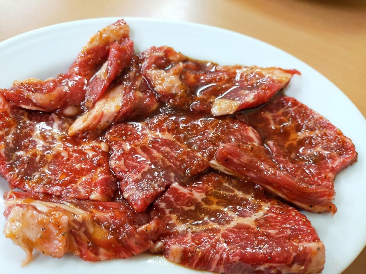 昭和レトロな店内で安くておいしい焼肉をお腹いっぱい食べられる人気店「美乃和」