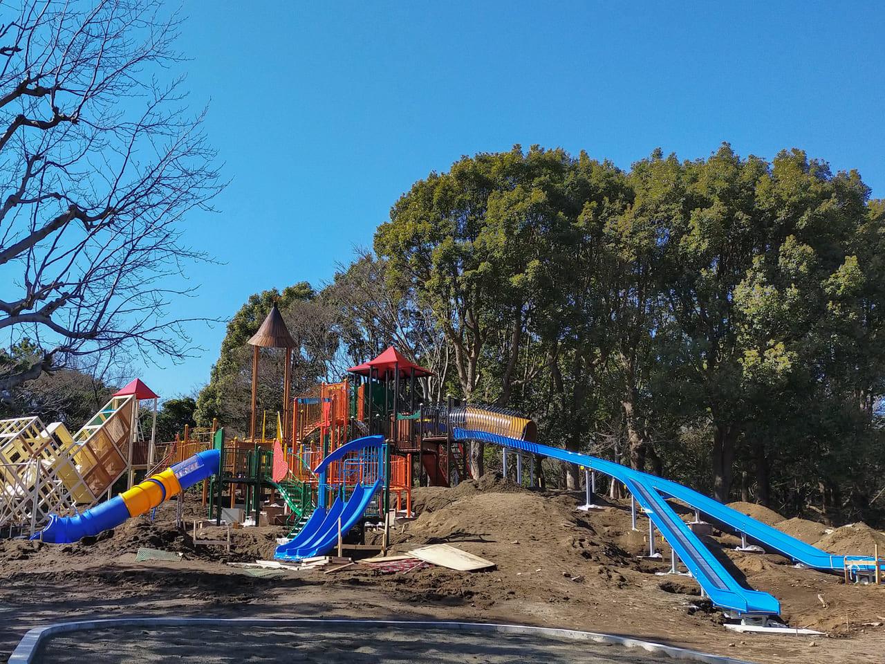 平塚市総合公園のわんぱく広場の新しい遊具がもうすぐ完成!3月頃から利用可能の見込みです。